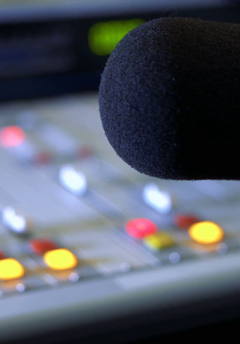 sound-mixer-and-microphone-in-the-broadcasting-studio-on-radio_r8sehtull_thumbnail-full01